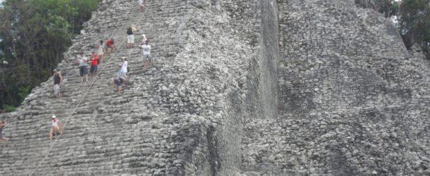#138 : Escalader la pyramide de Coba