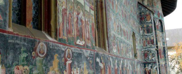 #236 : Visiter les monastères peints fortifiés de la Moldavie
