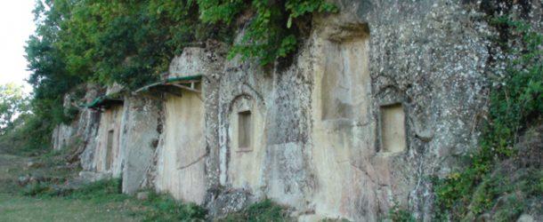 #252 : Exploring the royal Illyrian tombs at Selcë