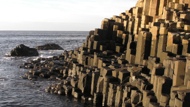 La légende raconte que des géants utilisaient ces marches pour franchir la mer jusqu'en Écosse (vidéo) By Jack35 ChausseeGeant