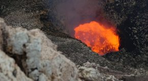 #402 : Watching the volcano Masaya's lake of magma