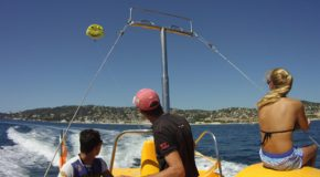 #430 : Flying in parasailing over the sea
