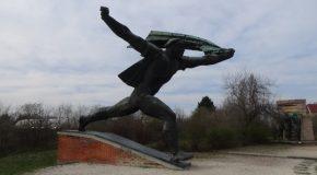 #451 : Etudier la statuaire communiste des blocs de l'Est