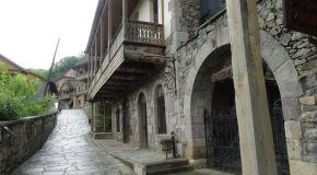 #493 : Visiting the most beautiful traditionnal Armenian village in Dilijan