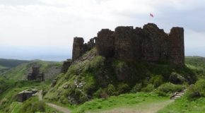 #489 : Visiting the medieval fortress of Amberd in Armenia