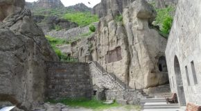 #494 : Exploring the monastery of the Holy Lance of Geghard in Armenia
