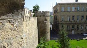 #500 : Visiter la vieille ville de Bakou au bord de la Caspienne