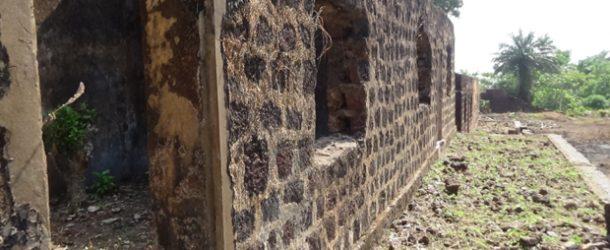#550 : Explorer l'ancien pénitencier de Fotoba en Guinée